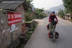 Fahrt durch kleines Dorf