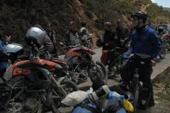 Wir treffen auf eine organisierte Motorradtour... Was??? Ihr schlaft im Zelt? Habt ihr auch genug Essen dabei??? ;-)