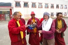 Herzlicher Empfang durch die Mönche.