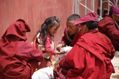 Früh übt sich wer eine Mönchin werden will...
