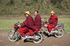 Motorisierte Mönche