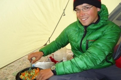 Schlechtwetter. Kochen im Zelt...