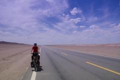 Bei 35°C mit Rückenwind durch die Wüste, in Gedanken schon beim Bad im nächsten Bewässerungskanal...