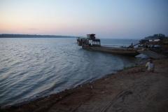 Morgenstimmung bei der Fähre am Mekong.