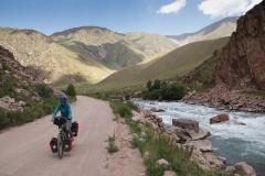 Fahrt durchs schöne Tal zwischen Suusamyr und Chaek