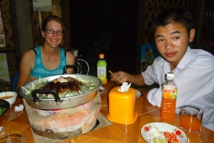 Laotisches BBQ mit unserem neuen Freund der uns später in seine Sprachschule abschleppt...