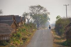 Durch kleine laotische Dörfer