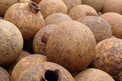 Die noch heute extrem gefährlichen Clusterbomben