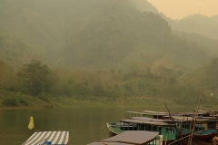 Boote bei Nong Khiaw