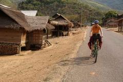 Fahrt durch die einfachen Dörfchen der Bergbevölkerung.