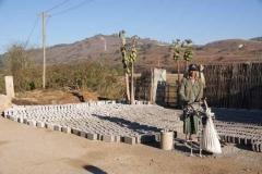 Backsteine werden von Hand hergestellt.