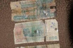 Burmesischer Währung. Oft nur noch von Klebestreifen zusammengehalten.
