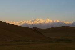 Sonnenaufgang mit Sicht auf das Pamirgebirge