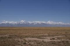 Blick Richtung Pamir, eine Wand aus Fels und Eis
