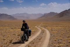Feldweg durchs Niemandsland