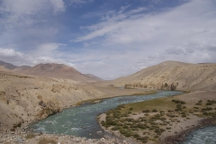 Tajikistan links, Afghanistan rechts