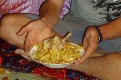 Freudige Überraschung in Form von einer riesigen Portion Pommes!