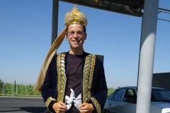 Eingekleidet in traditioneller Kleidung von unserem Taxifahrer ;-)